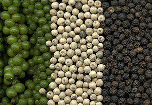 Pfeffer in grün, schwarz und weiß