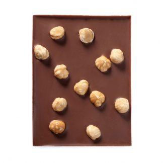Edel-Vollmilch Schokolade mit ganzen Haselnüssen von Chocion